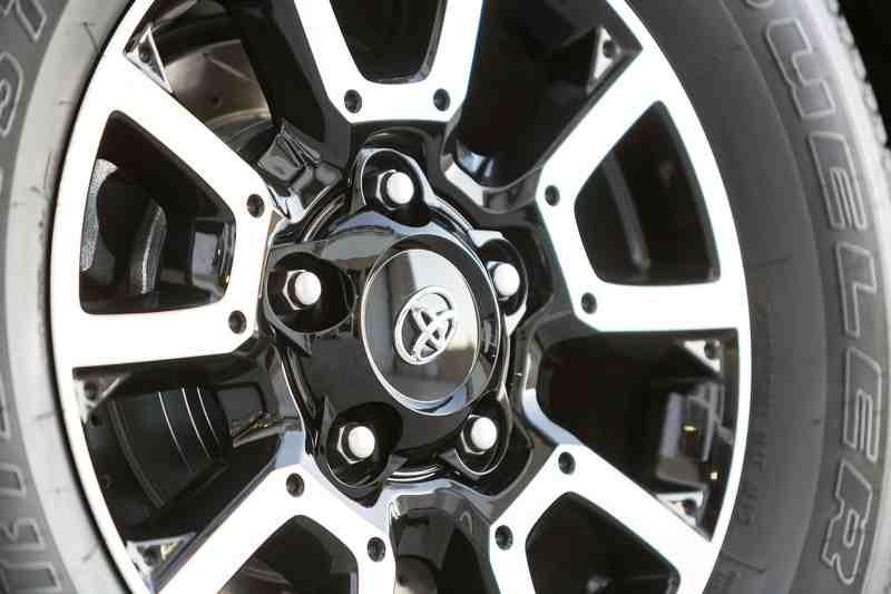Soi mẫu Toyota Tundrasine Concept mới đầy phá cách - 3
