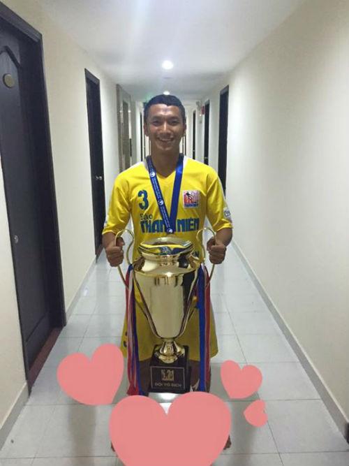 Tiền vệ Hà Nội T&T bị loại khỏi U21 VN vì chấn thương... trên báo - 1