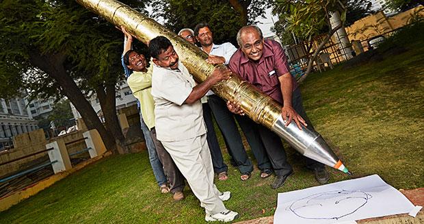 """""""Choáng"""" với chiếc bút bi lớn nhất thế giới - 2"""