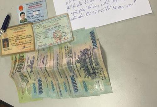 CSGT Hà Nội trả lại ví cho người đi chợ đánh rơi - 2