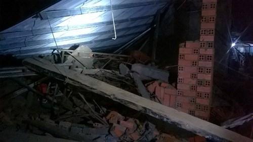 Sập nhà đang xây tại TPHCM, 11 người thương vong - 4