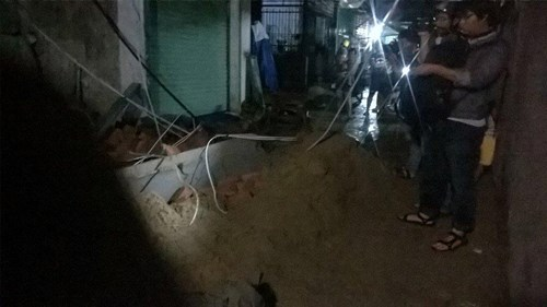 Sập nhà đang xây tại TPHCM, 11 người thương vong - 8