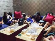 Tệ nạn xã hội - Đột kích nhà hàng, tiếp viên ôm quần áo tháo chạy