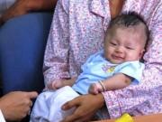 Sức khỏe đời sống - Gương mặt thiên thần của bé bị đâm xuyên não ngày tái khám