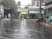 Tin tức trong ngày - Ảnh: Mưa 30 phút, Sài Gòn lại thành sông