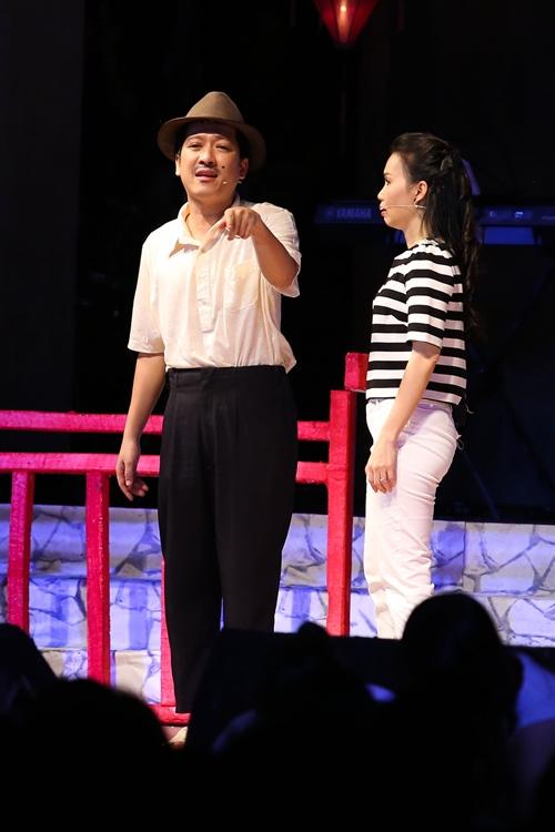 Nhã Phương ngại ngùng khi bị bắt gặp đến show Trường Giang - 11