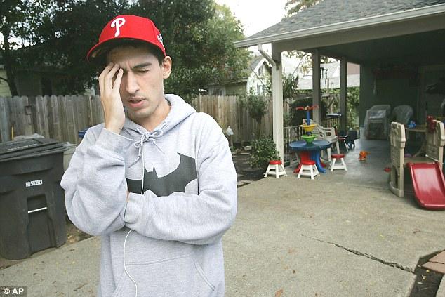 Chàng trai suýt mất mạng vì bị sán đào hang trong não - 1