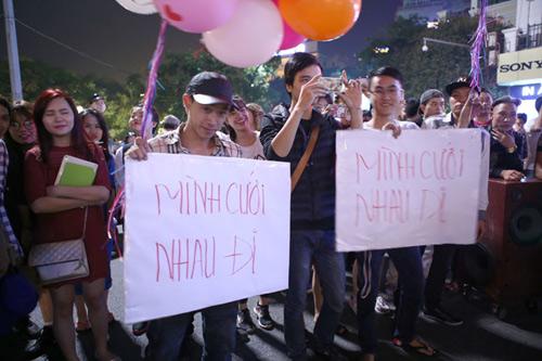 Màn cầu hôn hoa khôi sinh viên náo loạn Hồ Gươm - 2