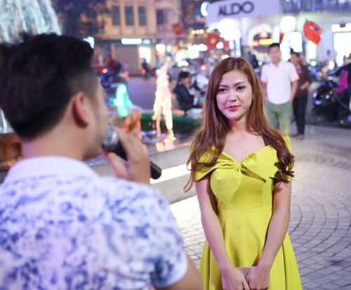 Màn cầu hôn hoa khôi sinh viên náo loạn Hồ Gươm - 5