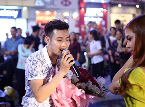 Màn cầu hôn hoa khôi sinh viên náo loạn Hồ Gươm - 6