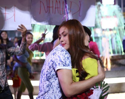 Màn cầu hôn hoa khôi sinh viên náo loạn Hồ Gươm - 10