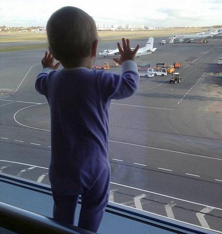 Máy bay Nga rơi: Thi thể bé 10 tháng tuổi văng xa 33km - 1