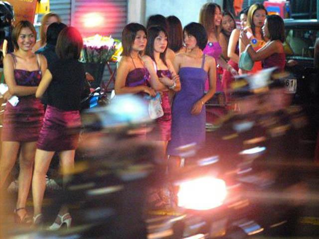 Thái Lan: Bắt đường dây mại dâm phục vụ nhà sư, quân nhân - 1
