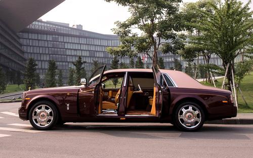 """Rolls-Royce Phantom Lửa thiêng 50 tỷ """"náo loạn"""" đường phố HN - 4"""