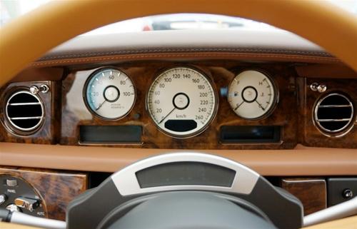 """Rolls-Royce Phantom Lửa thiêng 50 tỷ """"náo loạn"""" đường phố HN - 5"""