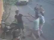 An ninh Xã hội - Vụ đánh chủ tiệm bánh mỳ: Xác định kẻ rút súng uy hiếp