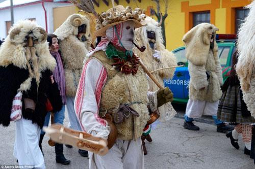 Lễ hội hóa trang rùng rợn nhất Châu Âu - 9