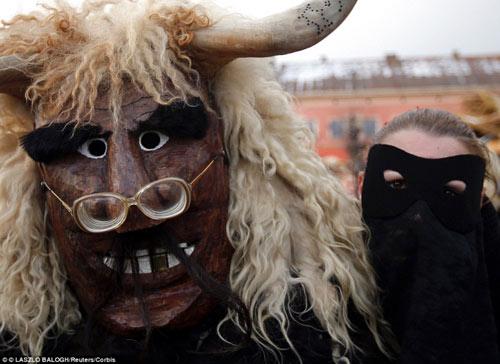 Lễ hội hóa trang rùng rợn nhất Châu Âu - 4