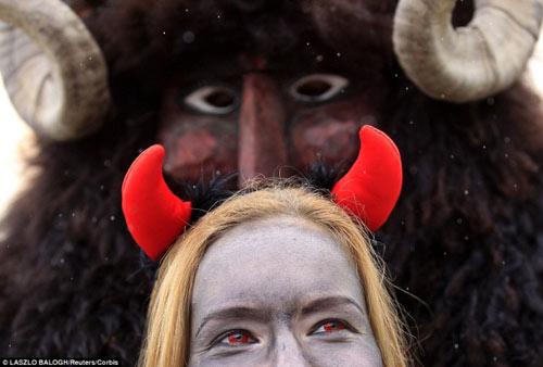Lễ hội hóa trang rùng rợn nhất Châu Âu - 6