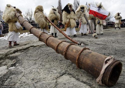 Lễ hội hóa trang rùng rợn nhất Châu Âu - 10
