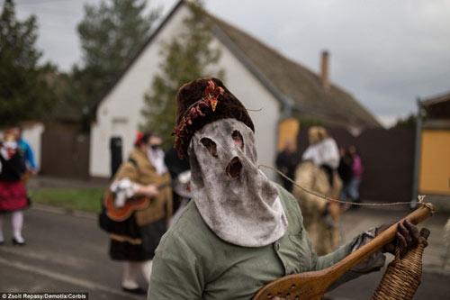 Lễ hội hóa trang rùng rợn nhất Châu Âu - 2