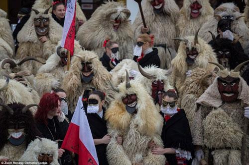 Lễ hội hóa trang rùng rợn nhất Châu Âu - 3