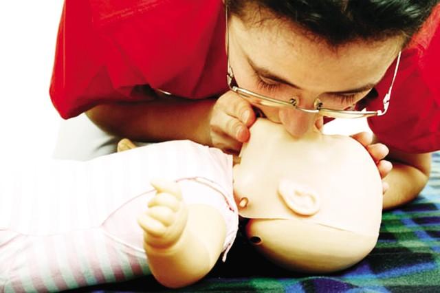 Trẻ dễ thiệt mạng vì sặc thuốc si rô - 1