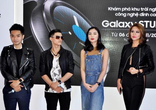 Sao Việt khoe đồng hồ Samsung Gear S2 - 1