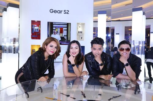 Sao Việt khoe đồng hồ Samsung Gear S2 - 3
