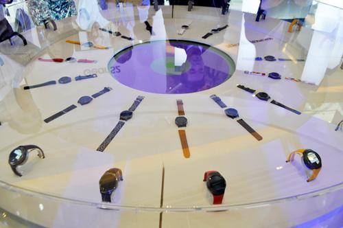 Sao Việt khoe đồng hồ Samsung Gear S2 - 4