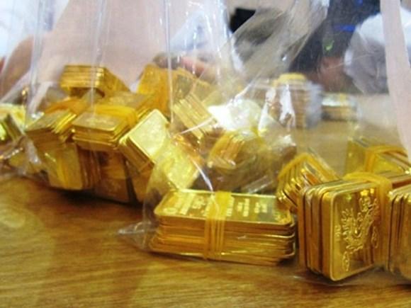 Nhà đầu tư bán tháo, giá vàng giảm mạnh - 1