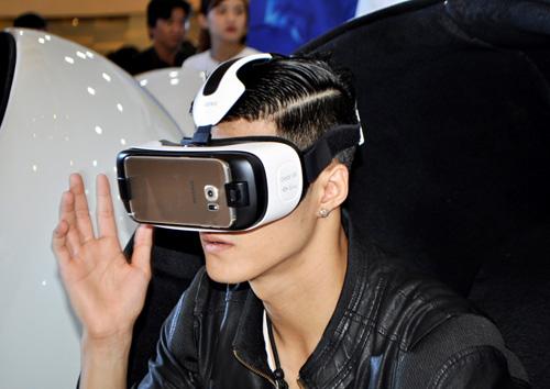 Sao Việt hào hứng trải nghiệm công nghệ - 4