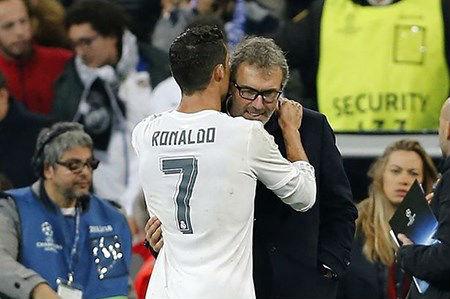 Ronaldo nói với HLV Blanc của PSG: 'Tôi thích làm việc cùng ông' - 1