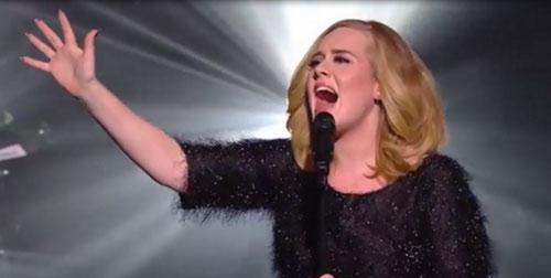 """Fan lặng người trước màn biểu diễn """"Hello"""" của Adele - 1"""