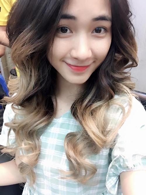 Facebook sao 8/11: Hòa Minzy khác lạ với tóc dài - 1