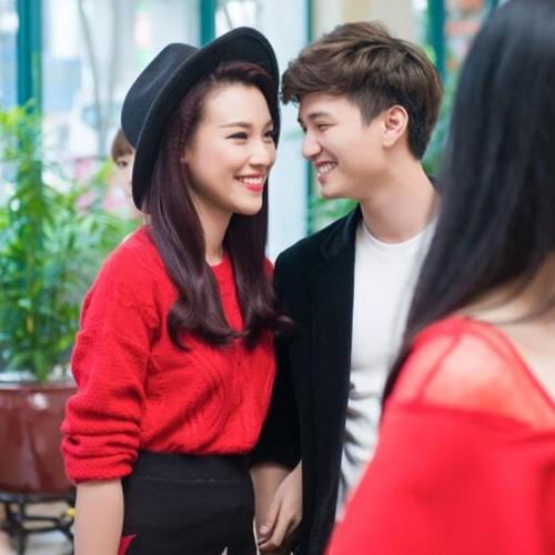 Facebook sao 8/11: Hòa Minzy khác lạ với tóc dài - 2