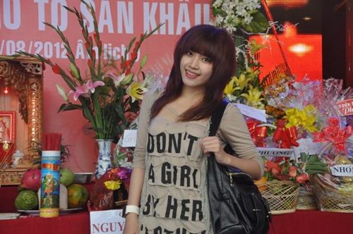Facebook sao 8/11: Hòa Minzy khác lạ với tóc dài - 5