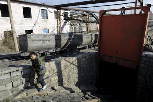 Ảnh: Cuộc sống bên trong thành phố mỏ ở Trung Quốc - 8