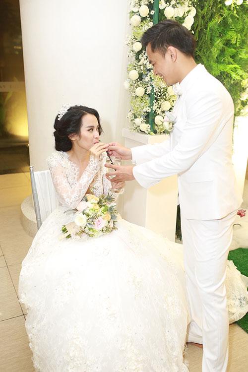 """Tú Vi - Văn Anh """"khóa môi"""" ngọt ngào trong đám cưới cổ tích - 29"""