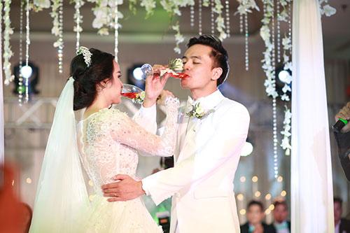 """Tú Vi - Văn Anh """"khóa môi"""" ngọt ngào trong đám cưới cổ tích - 10"""