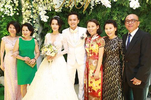 Mẹ Hồ Ngọc Hà đi sự kiện thay con gái - 3