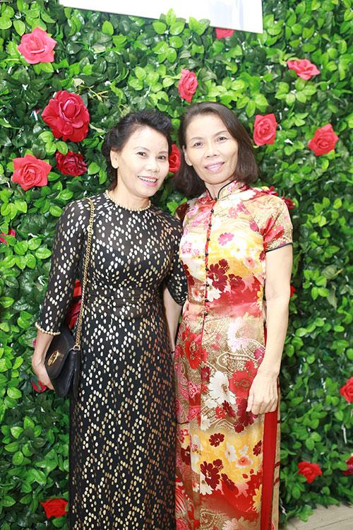 Mẹ Hồ Ngọc Hà đi sự kiện thay con gái - 2