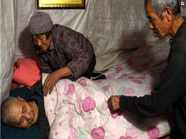 TQ: Em gái chăm anh trai bại liệt 61 năm - 2