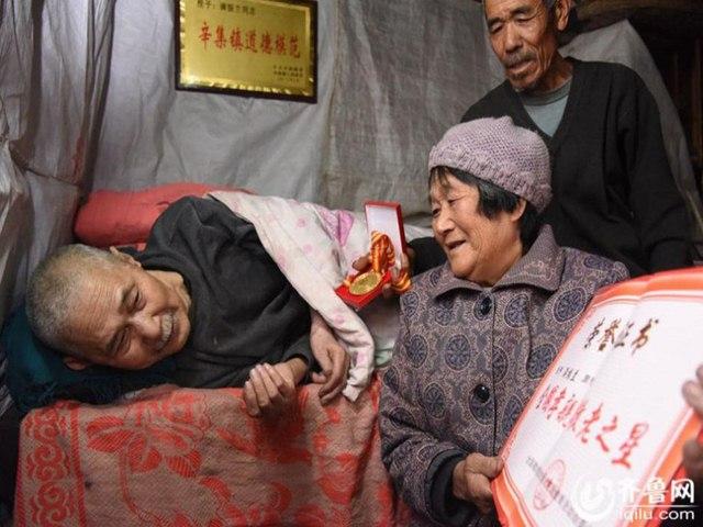 TQ: Em gái chăm anh trai bại liệt 61 năm - 3