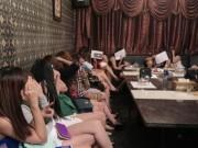 """An ninh Xã hội - """"Chân dài"""" hở hang tháo chạy khi quán karaoke """"chui"""" bị kiểm tra"""