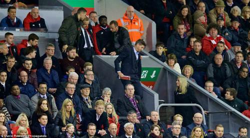 Thua trận đầu tiên, Klopp chê thái độ CĐV Liverpool - 2