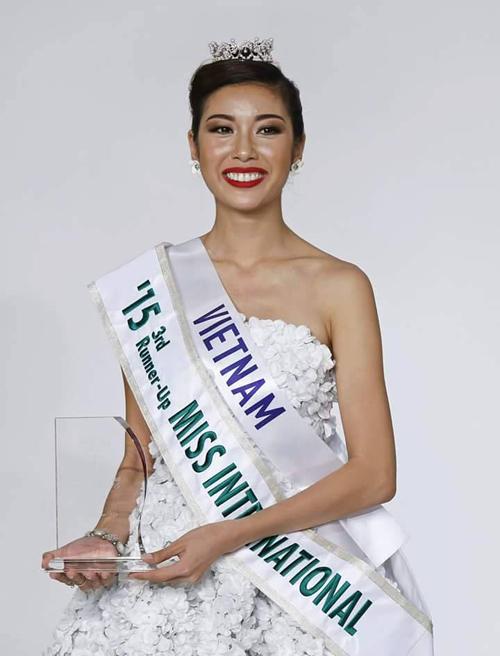 Váy hot nhất tuần: Thúy Vân, Huyền Ny - Ai đẹp hơn ai? - 1