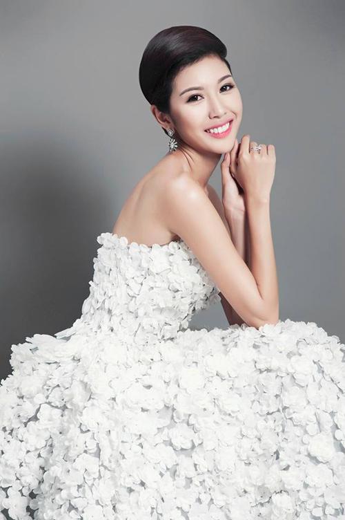 Váy hot nhất tuần: Thúy Vân, Huyền Ny - Ai đẹp hơn ai? - 2