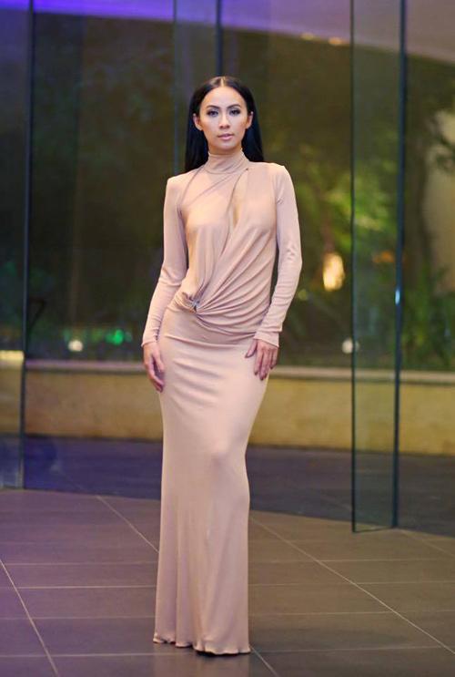 Váy hot nhất tuần: Thúy Vân, Huyền Ny - Ai đẹp hơn ai? - 6