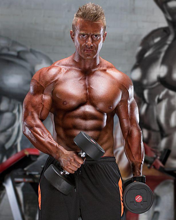Người đàn ông 127kg bỗng cơ bắp cuồn cuộn nhờ cá cược - 3